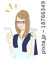 スマホ 支払い 女性のイラスト 18766349