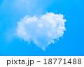 ハート型の雲 18771488