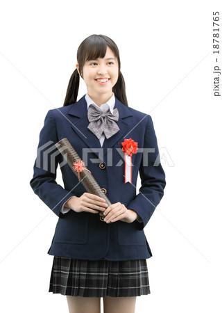 制服を着ている女子高生の卒業式の白バックのイメージ 18781765