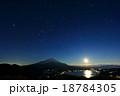 富士山と星空・山中湖に映る月 18784305