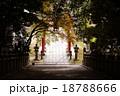 神社の坂横向 18788666