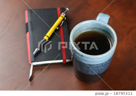 mug of tea and coffee on wood table with notebook and penの写真素材 [18795311] - PIXTA