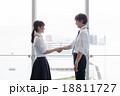 握手 パートナー ビジネスマンの写真 18811727