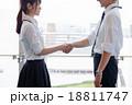 握手 パートナー ビジネスマンの写真 18811747