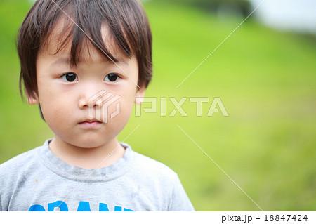 2才の可愛い男の子 18847424