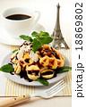 ベルギーワッフルとバナナのチョコレートソース 18869802