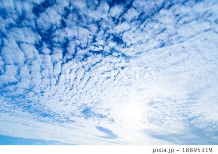 雲 高積雲 積雲 雲片 青い空 一般的な空と雲 白い雲 秋の空 背景用素材 ...