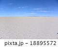 ウユニ 塩湖 ボリビアの写真 18895572