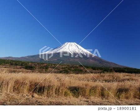 朝霧高原の富士山夕日 18900181