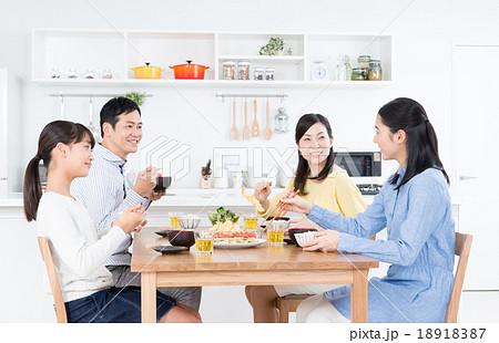 家族(食事) 18918387