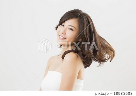 ビューティーイメージ 若い女性 18935608
