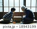 孫と祖父との真剣勝負 18943199