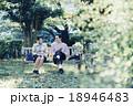 カップル 公園 ベンチの写真 18946483