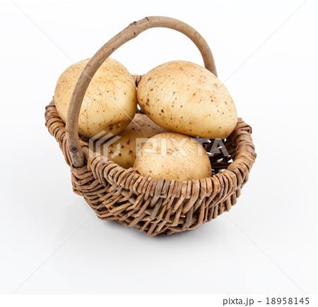 New potato isolated on white backgroundの写真素材 [18958145] - PIXTA