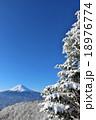 富士山と真冬の樹氷風景 18976774
