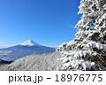 富士山と真冬の樹氷風景 18976775