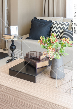 vase of flower with books on wooden table in living roomの写真素材 [18979262] - PIXTA