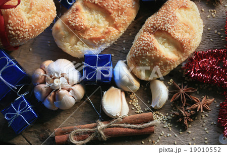 Bread garlic sesame yule 19010552