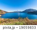 富士山【11月・本栖湖より撮影】 19059833