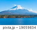 富士山【11月・本栖湖より撮影】 19059834