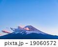 夕暮れの富士山【11月・河口湖より撮影】 19060572