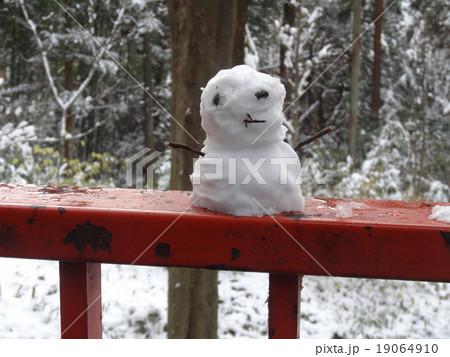 欄干の上の雪だるまの写真素材 [19064910] - PIXTA