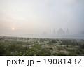 朝靄のタージマハル 19081432