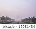 朝靄のタージマハル 19081434