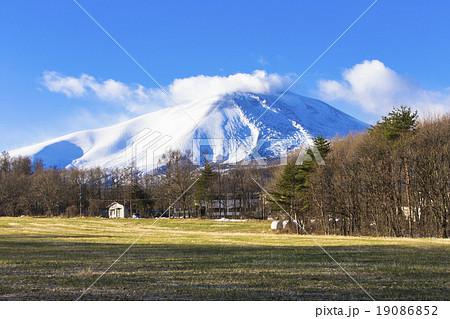 雪の浅間山 19086852