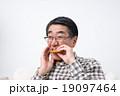 シニアの男性(歯) 19097464