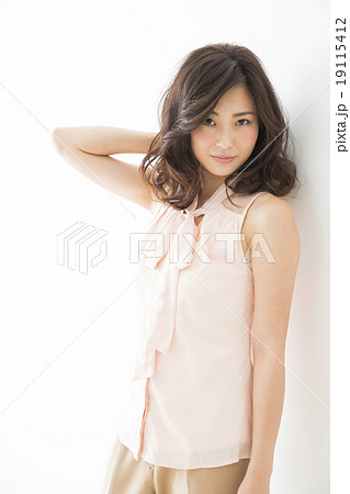 ビューティーイメージ 若い女性 19115412
