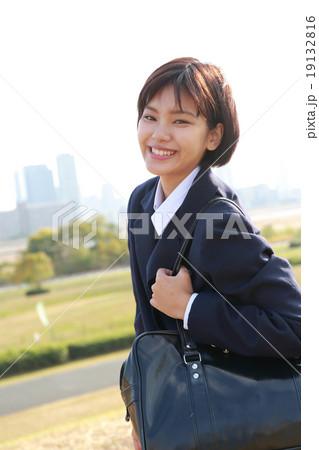 女子高生の通学シーン 19132816