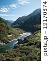 四国三郎こと吉野川、大歩危(おおぼけ)峡 シーズン中はラフティングが盛ん 19170374