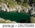 四国三郎こと吉野川、大歩危(おおぼけ)峡 シーズン中はラフティングが盛ん 19170380