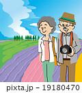 北海道富良野を旅行する老夫婦 19180470