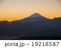 櫛形山より富士山の日の出 19216587