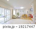 洋風建築 リビング キッチン 19217447