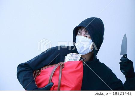 ひったくり 強盗 (凶器 凶悪犯 泥棒 犯罪 犯人 盗難 マスク 変装 容疑者 事件 犯罪者) 19221442
