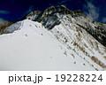 冬の八ヶ岳・赤岳稜線 19228224