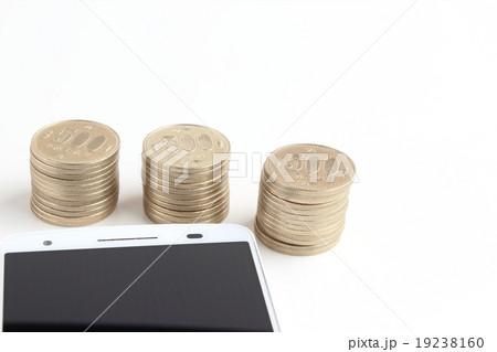 スマートフォンとお金の写真素材 [19238160] - PIXTA