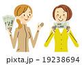商品券を持つ女性2人 19238694