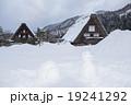 白川郷の雪だるまとかまくら 19241292