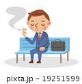ベンチに座ってたばこを吸うビジネスマン 19251599