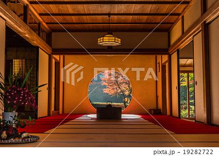 鎌倉 明月院 悟りの窓 19282722
