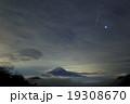 ふたご座流星群と富士山 19308670