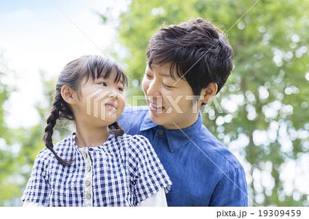 日本人の父と娘 19309459