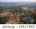 気球とカッパドキアの大地 19317863
