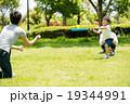 公園ファミリー 19344991