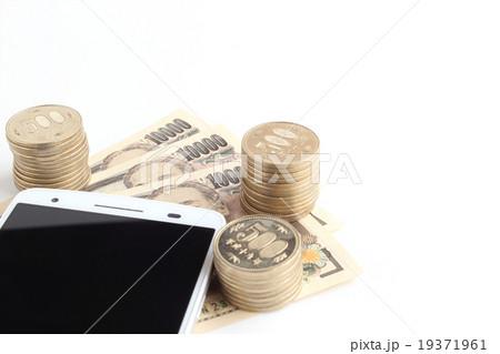 スマートフォンとお金の写真素材 [19371961] - PIXTA