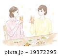 食事する2人の女性 19372295